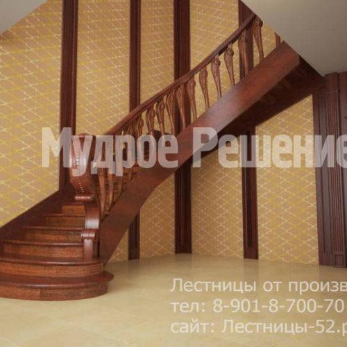 Лестница на второй этаж из темного дерева вид 2