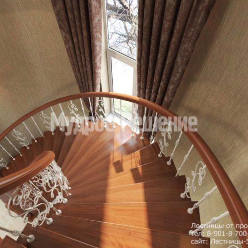 Винтовая деревянная лестница вид 2