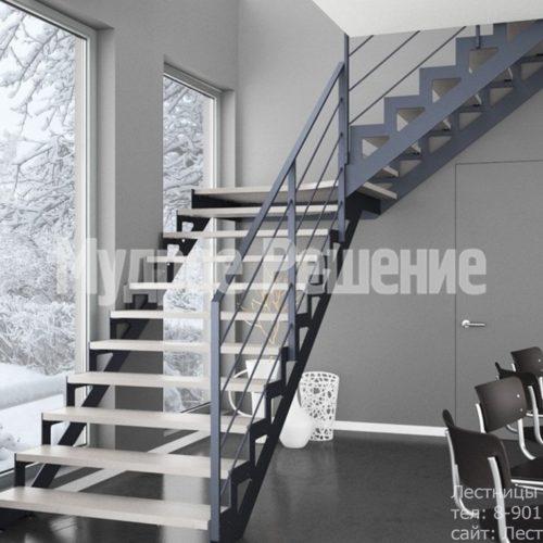 Светлая лестница на металлокаркасе на заказ 4
