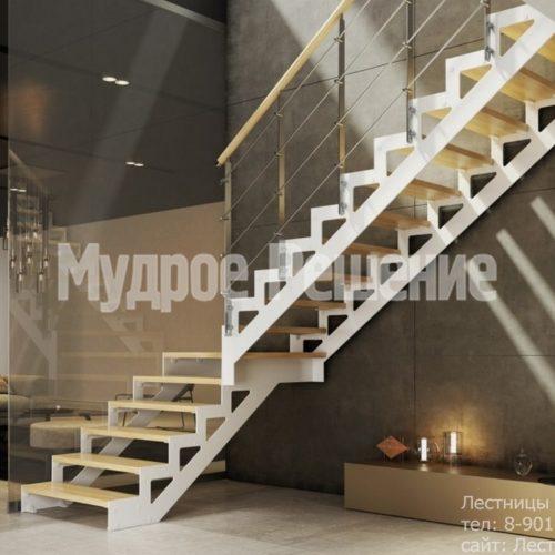Светлая лестница на металлокаркасе на заказ