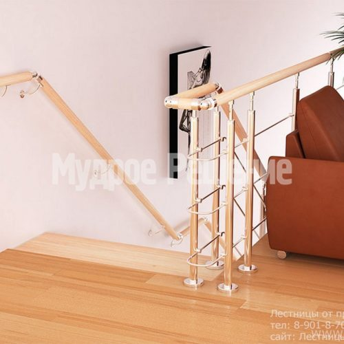 Узкая прямая лестница на монокосуаре