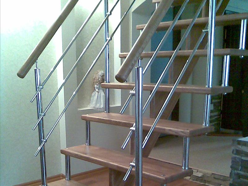 Лестница на монокосуоре и металлокаркасе