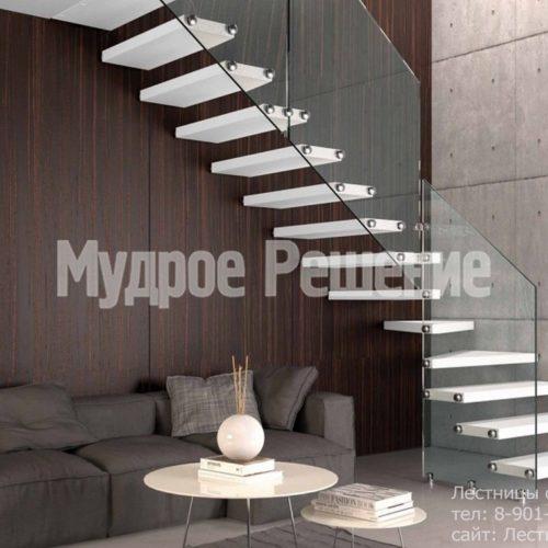 Белая консольная лестница со стеклом 2