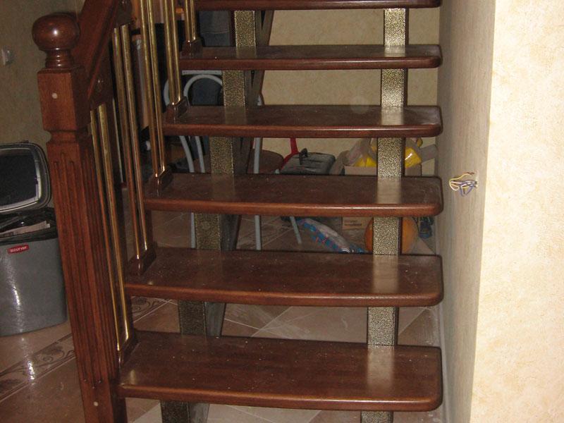 Лестница на металлокаркасе на заказ